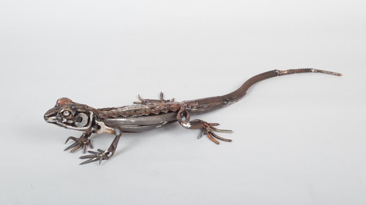 <p>Chainsaw chain Lizard</p>