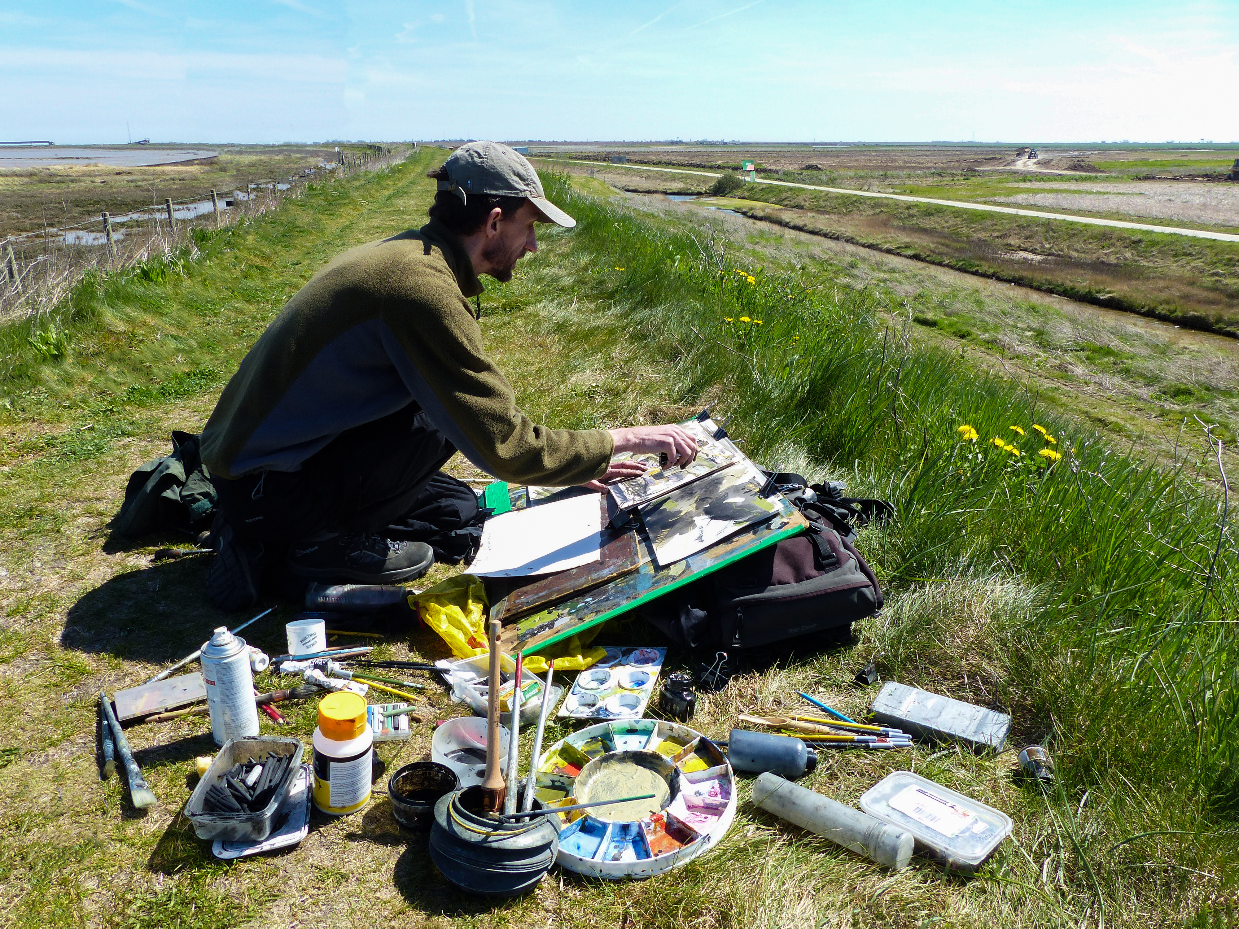 <p>Nik Pollard painting as part of the Wallasea project</p>