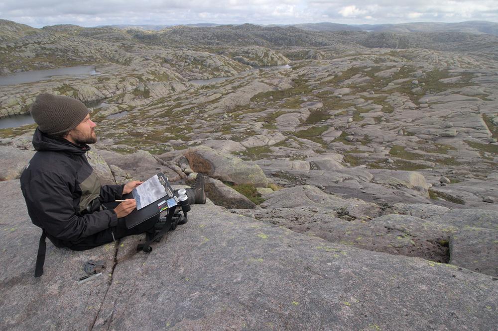 Adrien brun, painting in Frafjordheiane Nature Reserve, Norway
